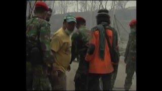 getlinkyoutube.com-Evakuasi Erupsi Merapi oleh KOPASSUS Okt - Nov 2010  (2/6)