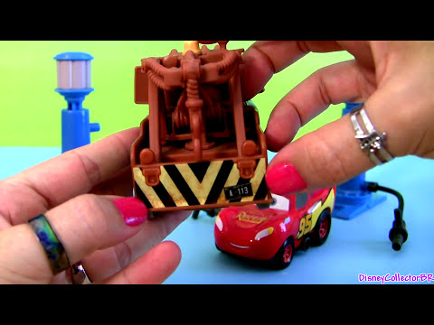 Cars 2 Relampago McQueen Pump and Go Disney Pixar Cars2 with Mater Lightning McQueen