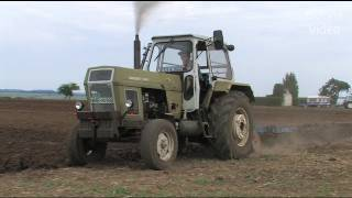 getlinkyoutube.com-Traktoren: pflügen mit John Deere, Fortschritt uva - show ploughing