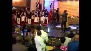 Pasteur Moise Mbiye - Il a reçu le nom (adoration)