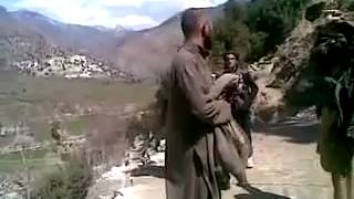 getlinkyoutube.com-Brave captured Afghan soldier standing up to the Taliban