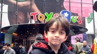 getlinkyoutube.com-Beyblade Hunting - Toys R Us - Times Square, New York, March 15th 2012