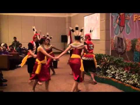 Tarian 3R Duta Satinasi Kalimantan Tengah Tahun 2012.wmv