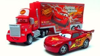 getlinkyoutube.com-Mack Truck Hauler Cars 2 Toys Takara Tomy Diecast toy review マック カーズ Lightning McQueen