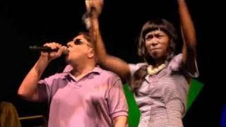 getlinkyoutube.com-Gorillaz - Dare (Live @ Glastonbury 2010)