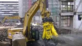 getlinkyoutube.com-Caterpillar 390F with huge 13 Ton Hydraram HCC-120V Concrete Crusher
