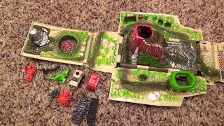 getlinkyoutube.com-Hot Wheels Adventures Jungle Ranger Two-in-One Playset with Exploding Bridge Volcano Dinosaur