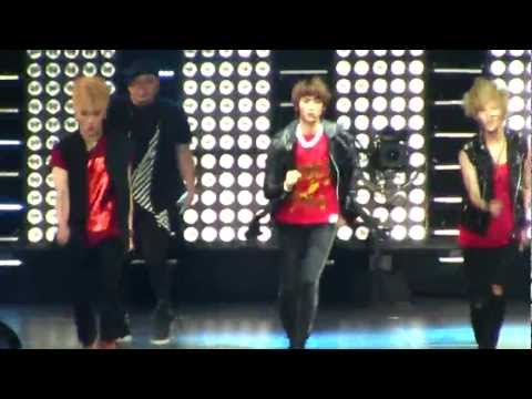 SMTown Live NY Shinee Ring Ding Dong  [111023] [fancam]