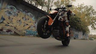 getlinkyoutube.com-2016 KTM 1290 Super Duke R official - The Beast in Detroit