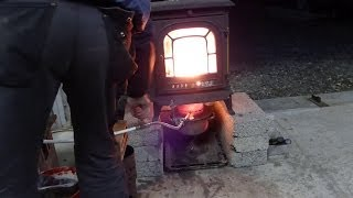 getlinkyoutube.com-Waste Oil stove heater over 800 degrees F in just a few minutes.