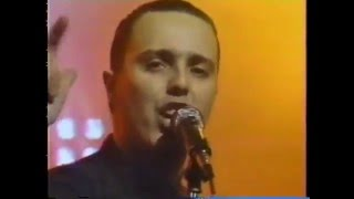 getlinkyoutube.com-Tears for Fears - Everybody Wants to Rule The World (American Music Awards, 1986)