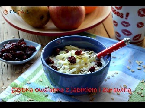 Szybka owsianka z jabłkiem i żurawiną