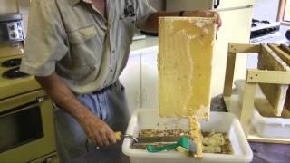 getlinkyoutube.com-Extracting Honey