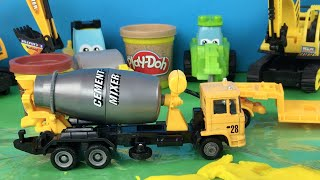 getlinkyoutube.com-Excavator and Bulldozer Construction Toys - Paw Patrol Mighty Machines - Cement Truck and Trailer