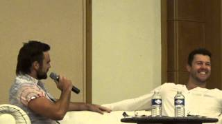 getlinkyoutube.com-Dustin Clare sings for Dan Feuerriegel on stage at the Rebels Spartacus Convention