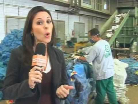 RECICLAGEM: madeira feita de plástico reciclado