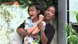 getlinkyoutube.com-Detik detik Polisi Tembak Pria yang Ancam Tusuk Jantung Gadis Muda