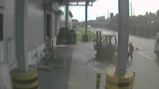 getlinkyoutube.com-Top 10 Forklift Accidents from Mitsubishi Forklift Briefing