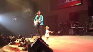 getlinkyoutube.com-Adorable Baby Crashes Daddy's Concert