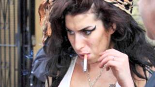 getlinkyoutube.com-The evolution of Amy Winehouse (1983 - 2011)