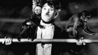 getlinkyoutube.com-Charlie Chaplin: All the fun of the circus!