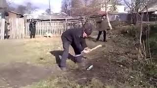 getlinkyoutube.com-Разрубить балон монтажнуой пены топором   www stroyshop40 ru