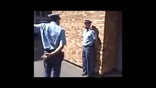getlinkyoutube.com-الشرطة الجزائرية و الرقص 'موغ دو غيغ '