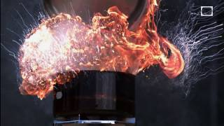 getlinkyoutube.com-Putting Water on a Grease Fire  - In Slow Motion
