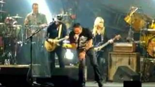 getlinkyoutube.com-Carlos Santana with Orianthi plays Back in Black (AC/DC cover) 2011 &