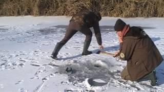 getlinkyoutube.com-Poszukiwanie okoni   odc. 1 - wędkarstwo podlodowe nad Odrą
