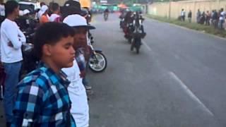 """getlinkyoutube.com-Moto pirueta en Guatire """"Sojo""""."""