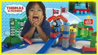 getlinkyoutube.com-THOMAS AND FRIENDS MEGA BLOKS Cranky Brendam Docks Toy Trains Set Unbox Playtime Ryan ToysReview