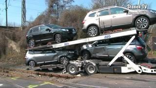 getlinkyoutube.com-Crash  mit Autotransporter gegen Diesellok