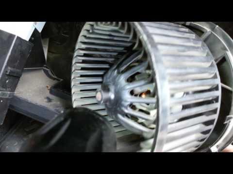 Как вытащить вентилятор печки на Ниссан ноут (Nissan Note). + внезапная Клипса.
