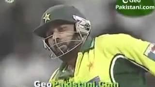getlinkyoutube.com-Inzamam vs Sreesanth  Fight