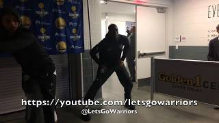 Pregame tunnel: Durant with the dance, Steph Curry with the
