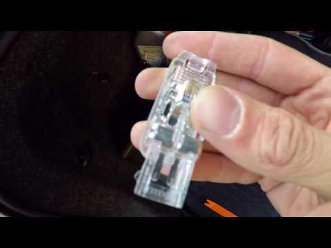 Замена лампы в подсветке багажника Шкода Октавия А7