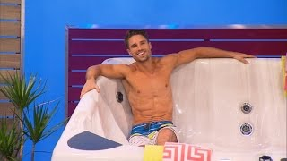 getlinkyoutube.com-New Male Model Takes Stage on 'The Price Is Right'