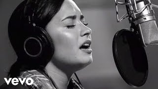 getlinkyoutube.com-Demi Lovato - Stone Cold (Live In Studio)