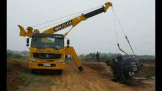 getlinkyoutube.com-Cứu hộ xe 22 tấn trên đường Láng - Hòa Lạc