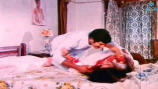 getlinkyoutube.com-Romantic Scene between Krishna & Sridevi- Pachani Kapuram