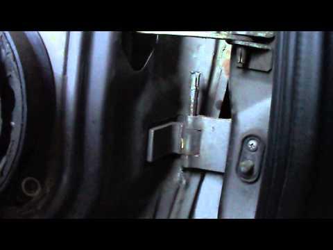 Устраняем люфт водительской двери)