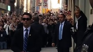 getlinkyoutube.com-Crowds flock to Obama in NYC