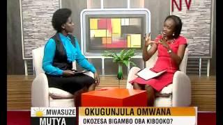 Okugunjula omwana: okozesa bigambo oba kibooko?