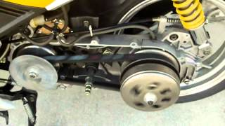 getlinkyoutube.com-Chinese Scooters...CVT Transmission clutch, belt and pulley inspection