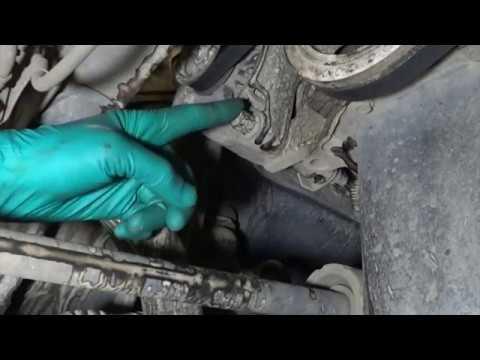 Toyota Vitz scp-10 1SZ Замена ремня генератора (приводного ремня). Alternator belt replacement.