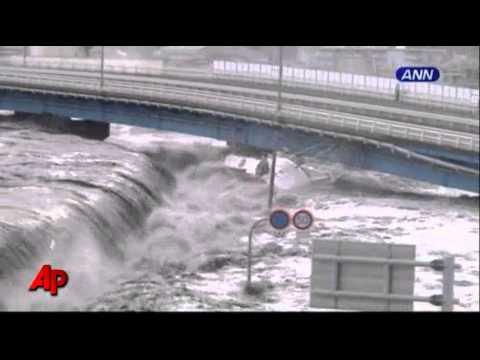 Raw Video: Tsunami Wave Smashes Boats and Cars