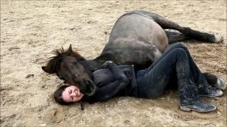 getlinkyoutube.com-The incredible bond between human and horse