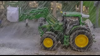 getlinkyoutube.com-RC tractor snow at Farmworld! Wonderful onset of winter in 1:32 scale!