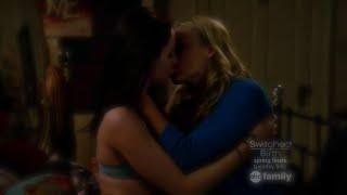 getlinkyoutube.com-Chasing Life 1x19 Brenna and Greer Hot Lesbian Make Out Scene